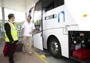 Bодитель с микроавтобусом Merc